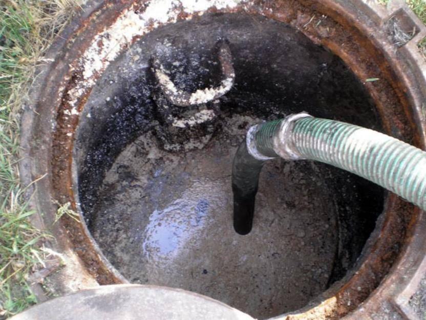 Как почистить выгребную яму в частном доме и на даче:способы очистки