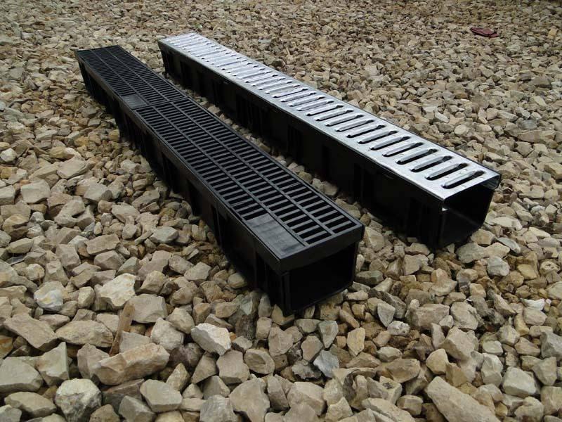 Водоотводные дождевые бетонные лотки с решетками и без: установка своими руками +видео