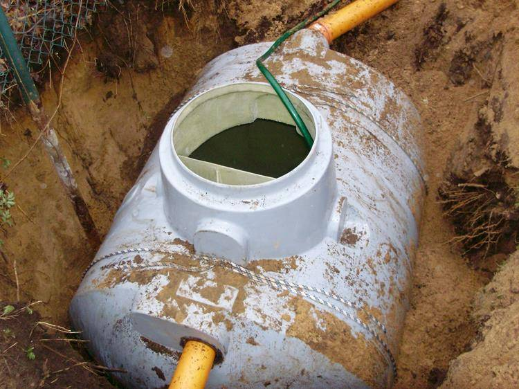 Бочка для туалета на даче (пластиковая): яма из бочки своими руками