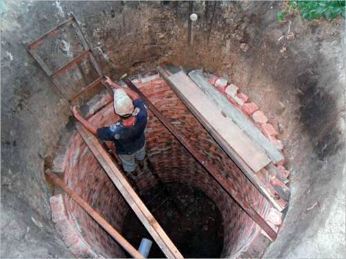 Как выложить сливную яму из кирпича