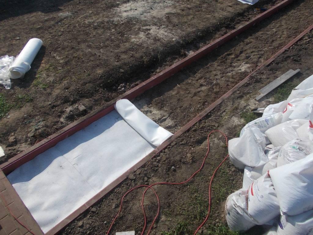 Для чего нужен геотекстиль на дачном участке