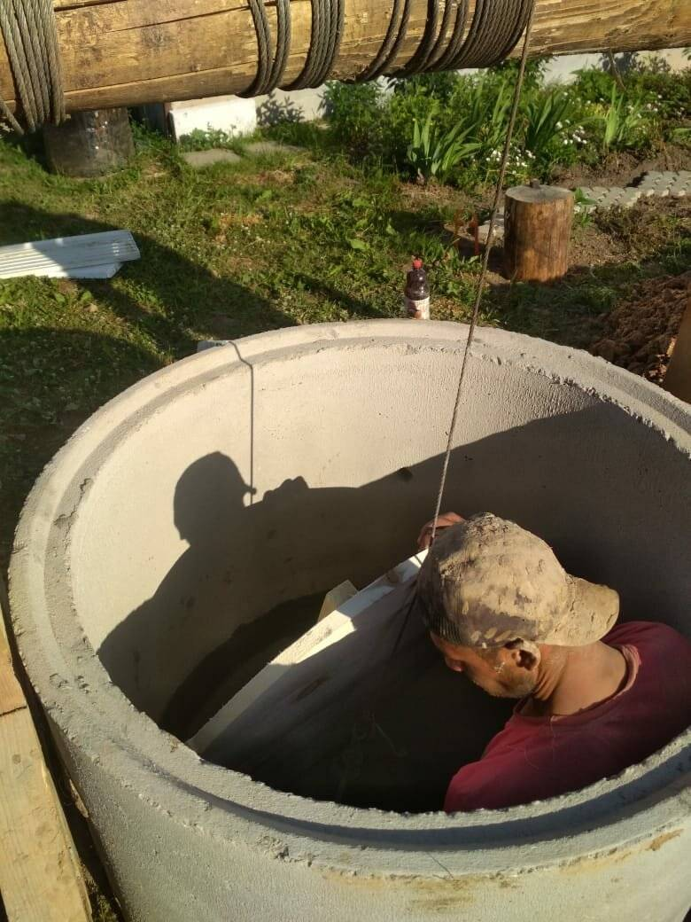 Как почистить колодец и провести дезинфекцию воды своими руками