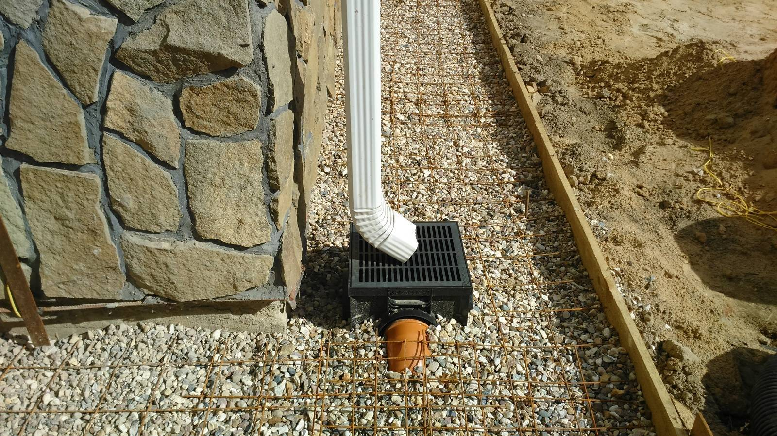 Ливневая канализация дома: лотки, колодцы, трубы, монтаж своими руками - rmnt - медиаплатформа миртесен