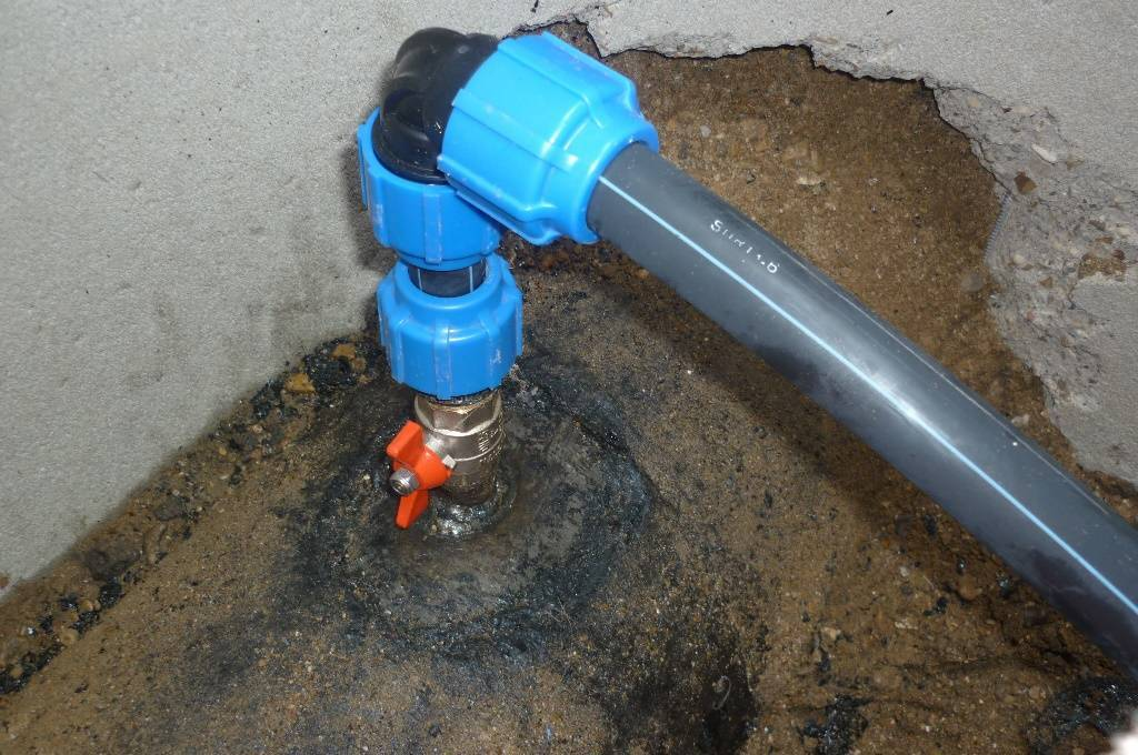 Хомут для врезки в водопровод: советы по выбору и применению - учебник сантехника