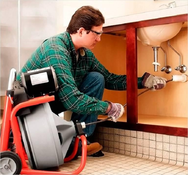 чем прочистить канализационную трубу от засоров в частном доме