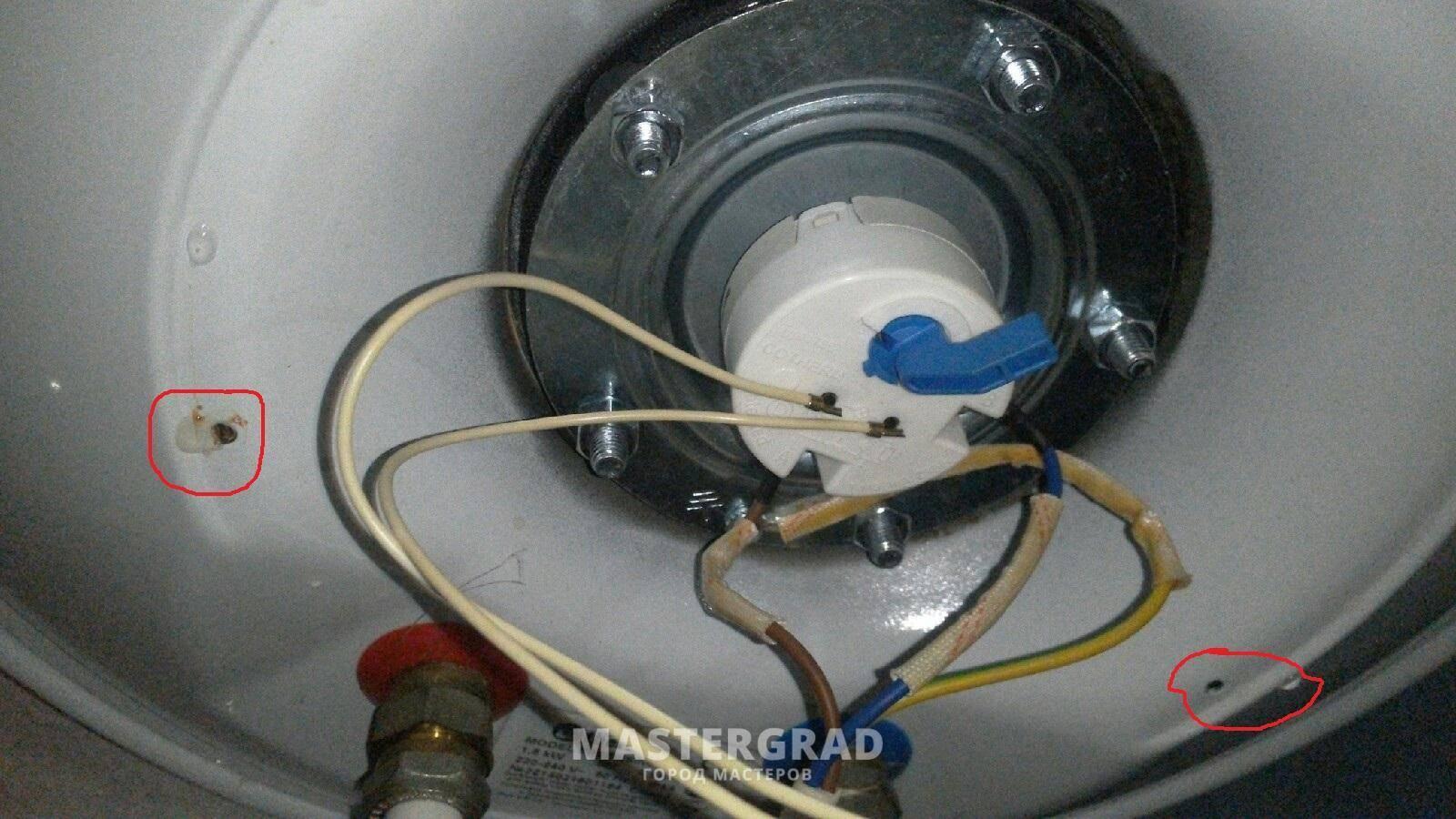 Почему потек водонагреватель снизу