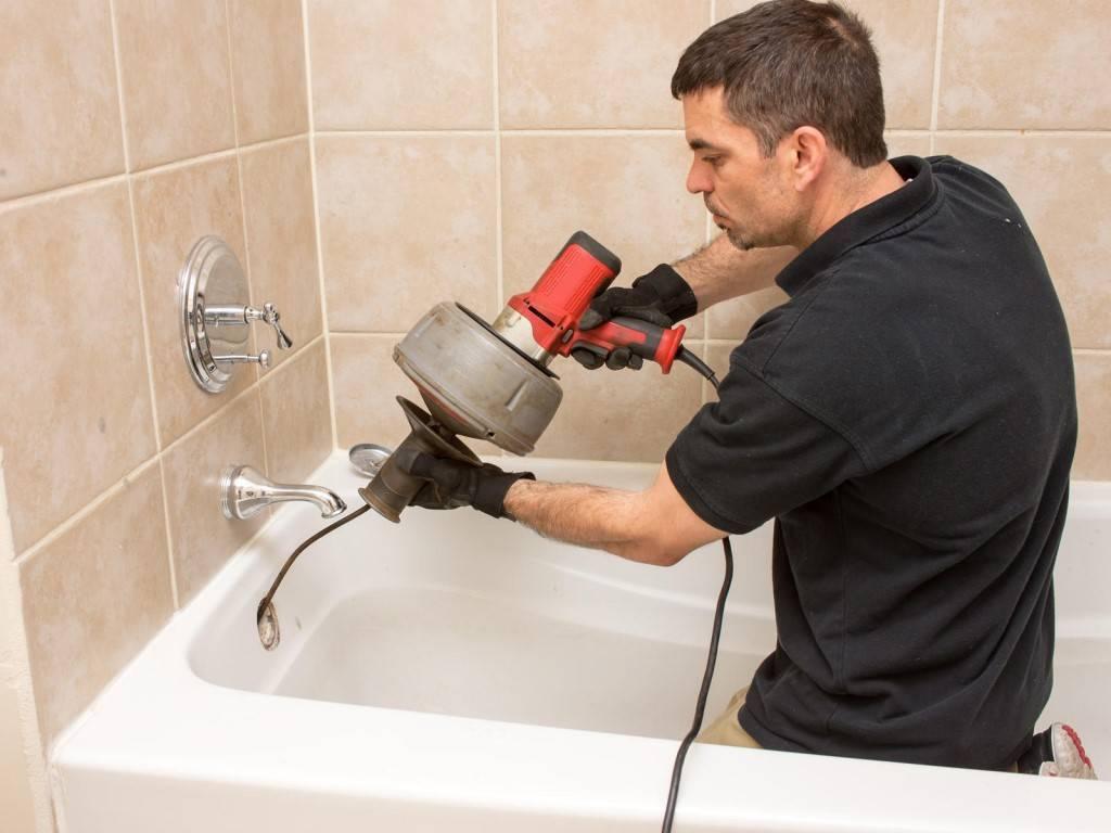 Как устранить засор в ванной? как прочистить и чем пробить в домашних условиях, средства устранения пробки и методы прочистки, как почистить слив если засорилась ванна