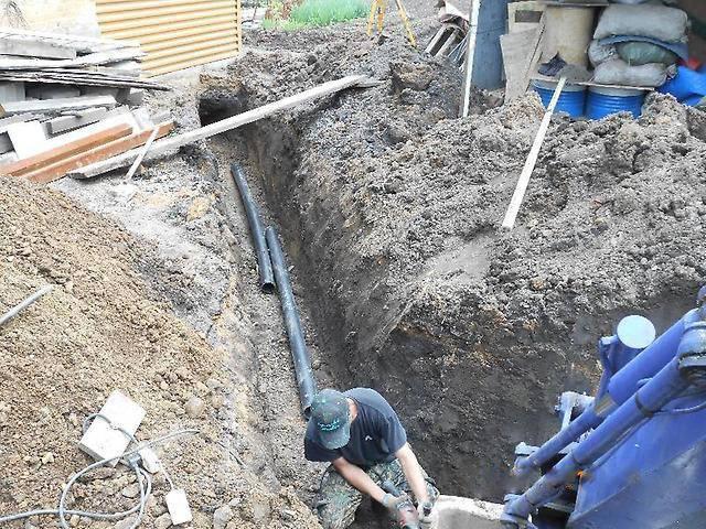 Укладка труб канализации в землю