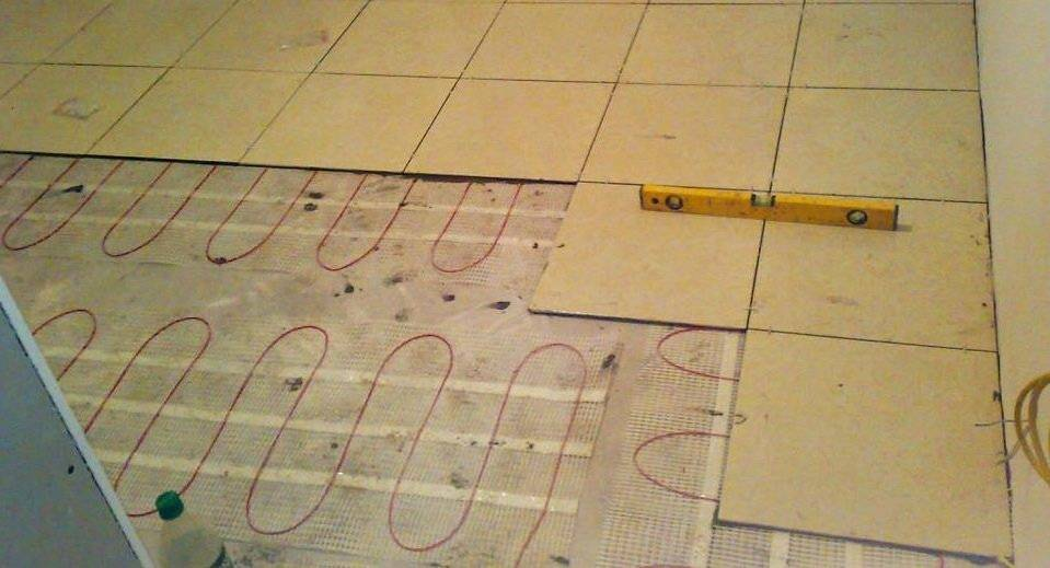 Как правильно класть плитку на пол: видео, инструкция