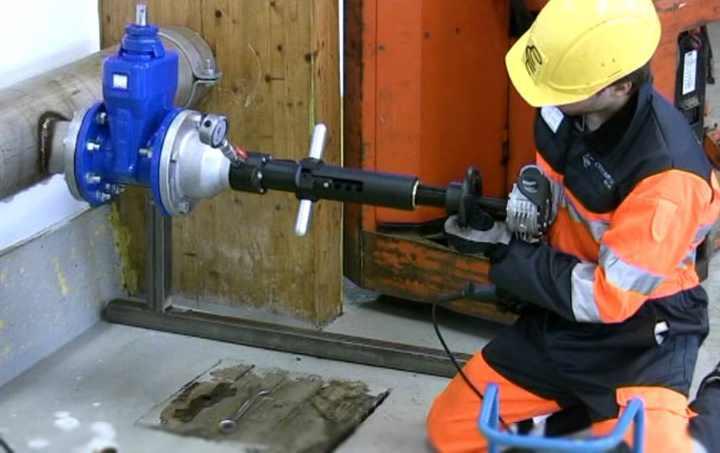 Врезка в водопровод под давлением: особенности монтажа- Инструкция +Видео