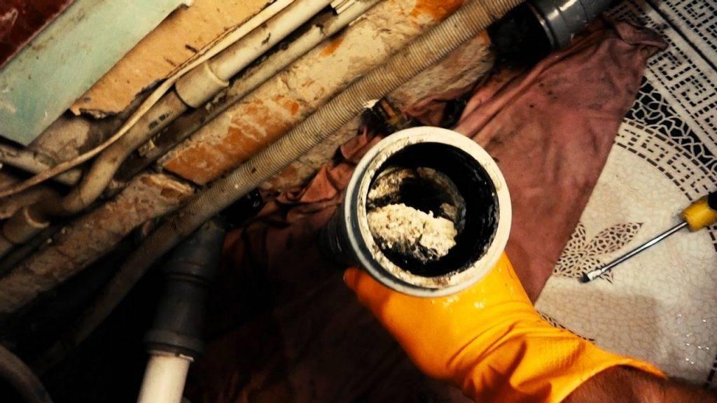 Как прочистить засор в трубе в домашних условиях: советы с фото и видео