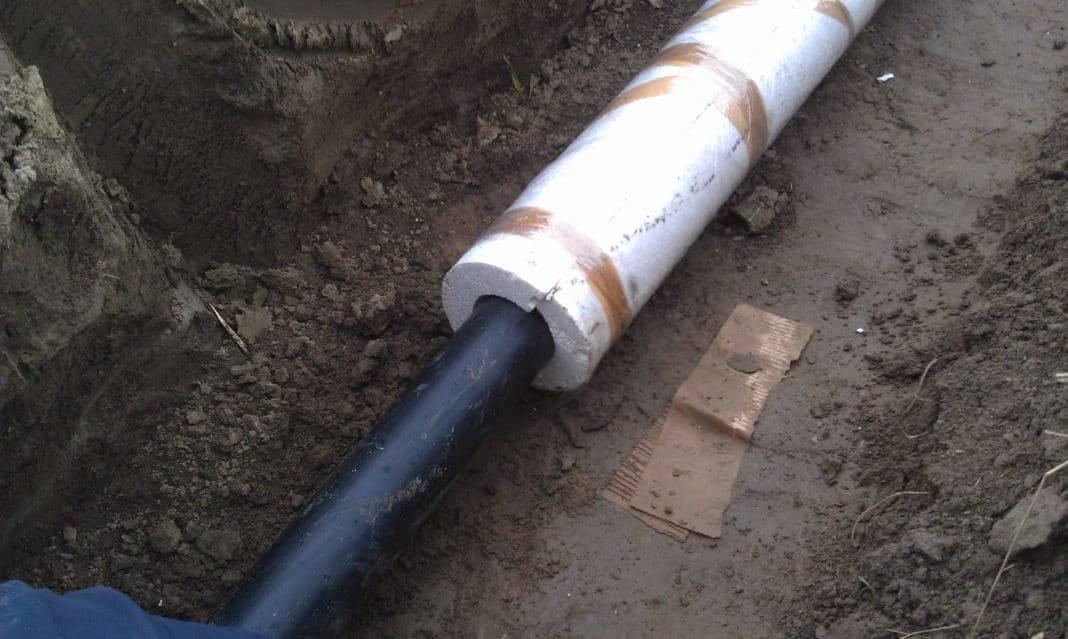 Чем утеплить водопроводную трубу в земле
