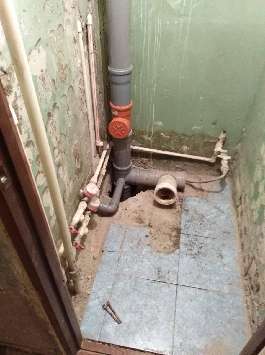 Замена тройника в канализационном стояке: чугунный тройник