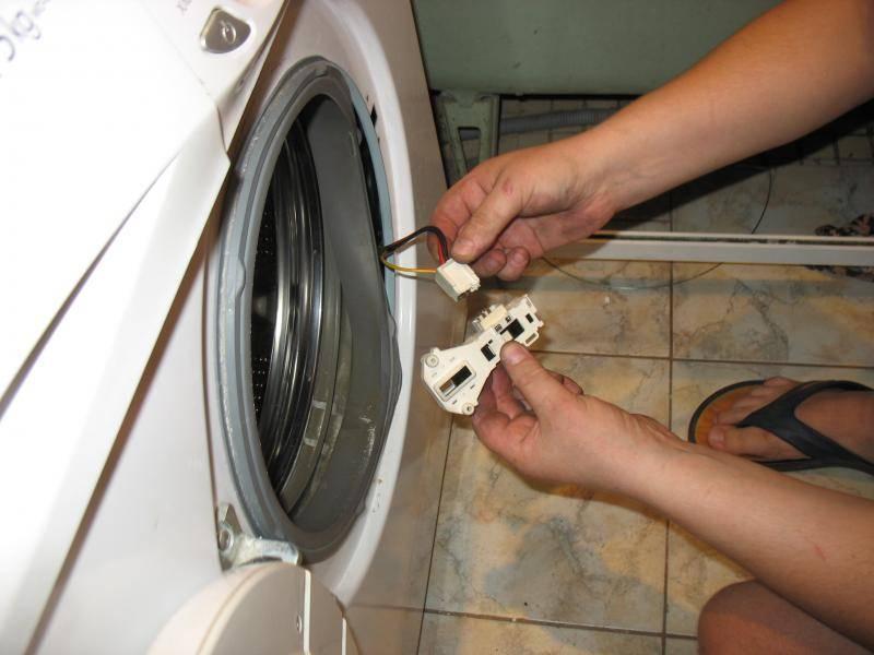 Стиральная машина не сливает воду: в чем причина :: syl.ru