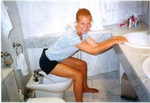 Как правильно пользоваться биде? 35 фото как использовать мужчинам и женщинам, как садиться и мыться, правила пользования в больнице и дома