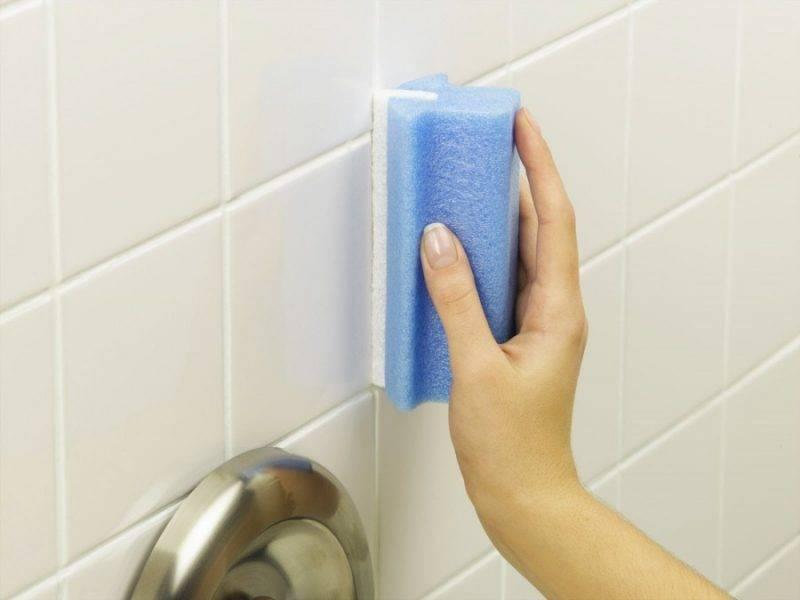 Чем заделать щель между ванной и стеной - 5 вариантов решения проблемы