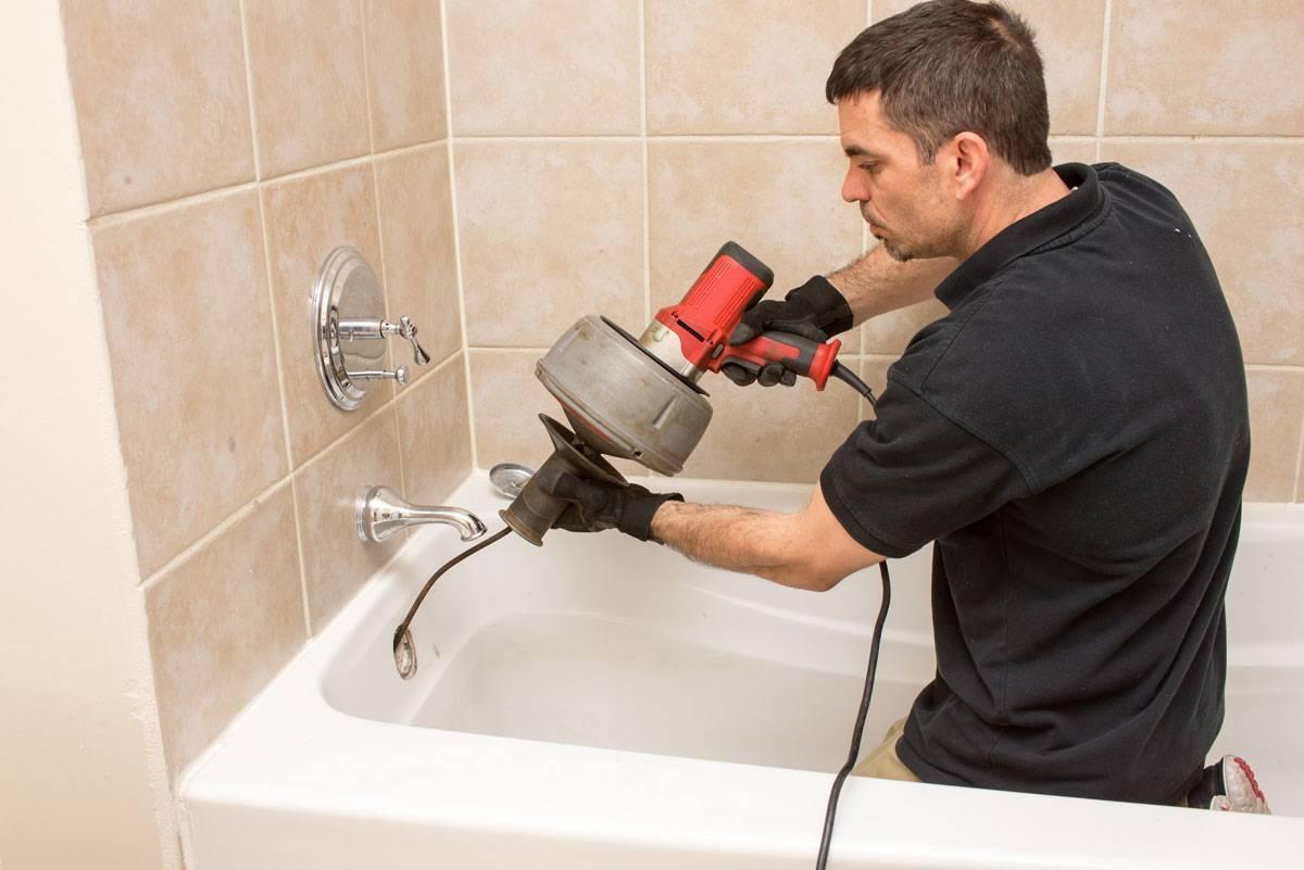Как устранить засор в ванной: чем прочистить трубы, если плохо уходит вода