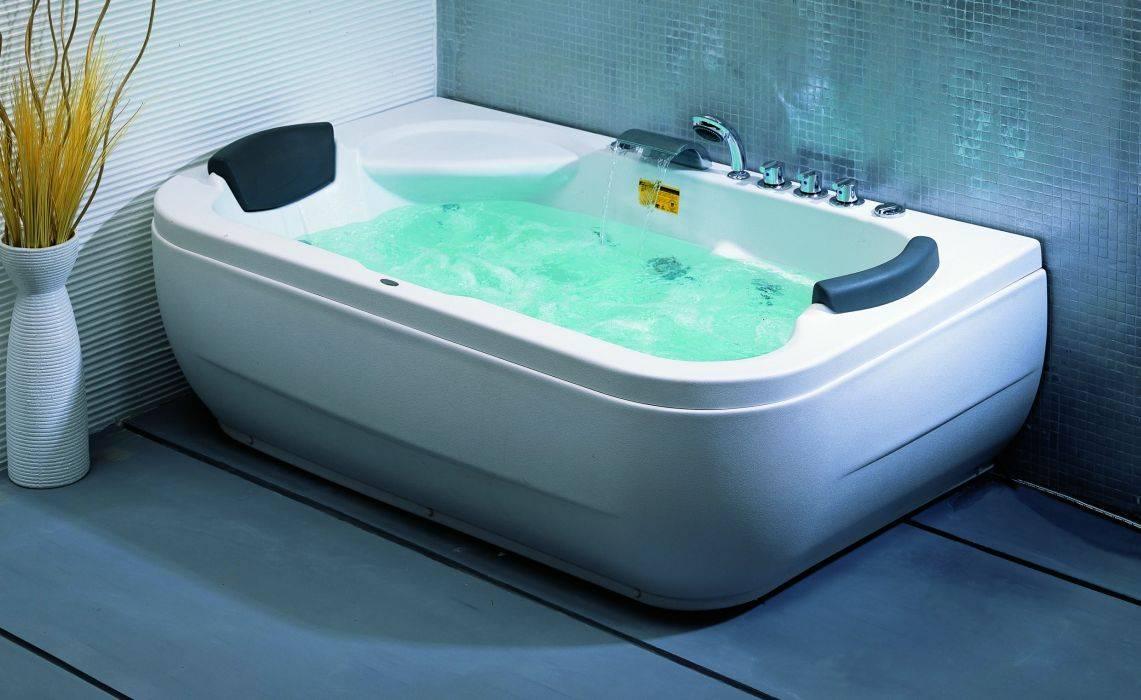 Сидячая ванна для маленьких ванных комнат: виды, размеры, как выбрать (+ фото)