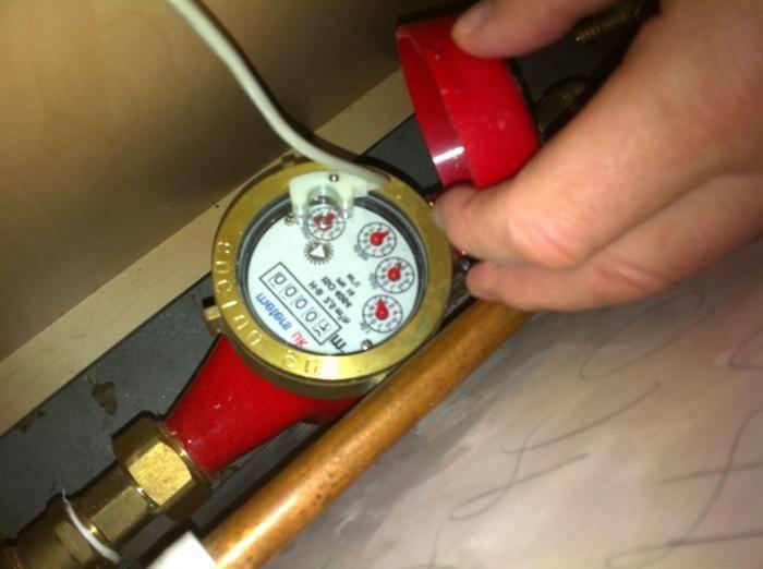 Какой срок службы счетчика на горячую воду. какой срок эксплуатации счетчика на воду в квартирах. «можно ли избежать проверки?»