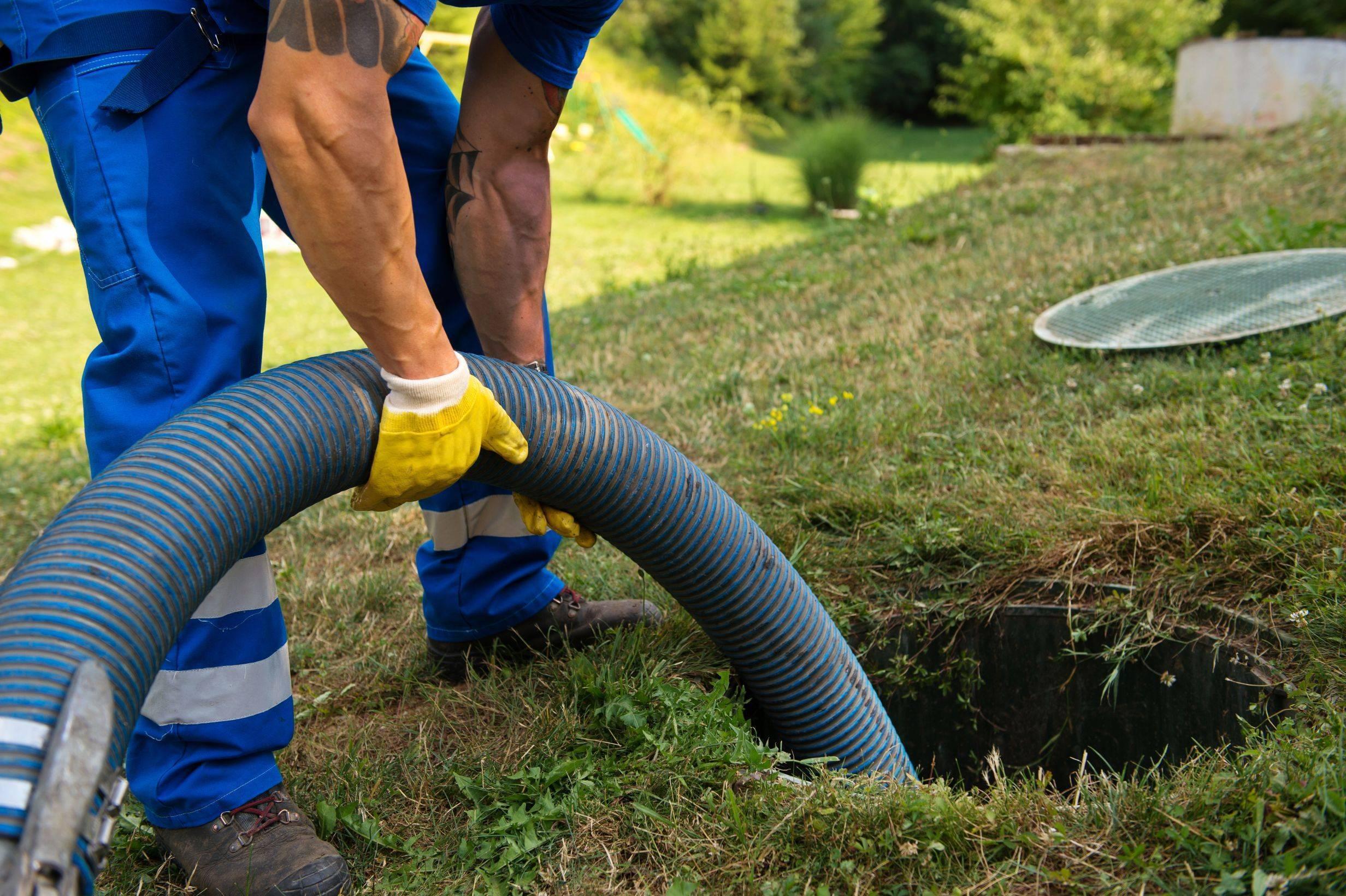 Как правильно откачать выгребную яму?