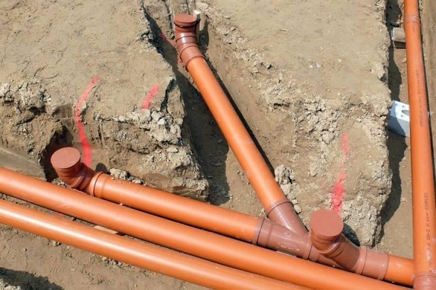 Прокладка труб канализации: что и как делать, что не упустить
