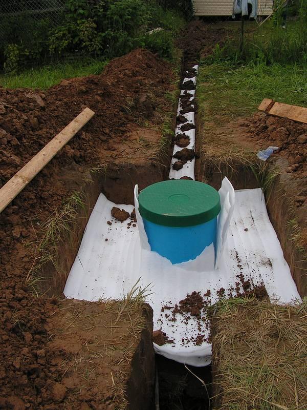 Септики для дачи с высоким уровнем грунтовых вод: из бетонных колец, еврокубов, своими руками