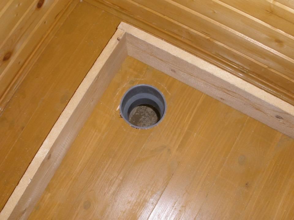 Как сделать вытяжку в дачном туалете?