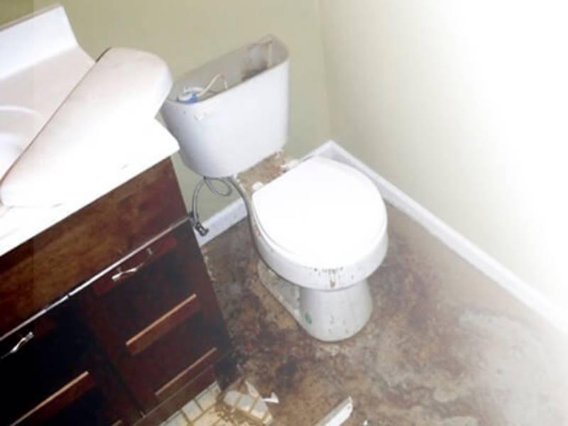 Если прорвало батарею, стояк или трубу, затопили соседей: кто виноват, кто возмещает ущерб