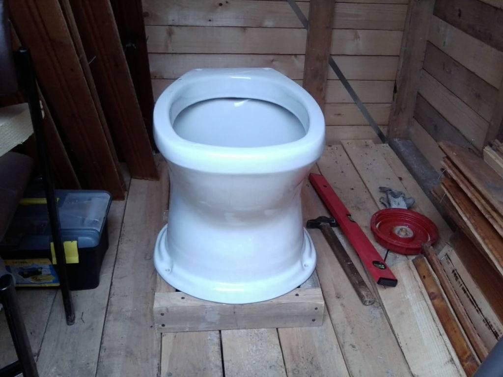 Туалет со сливом на дачу - как построить?