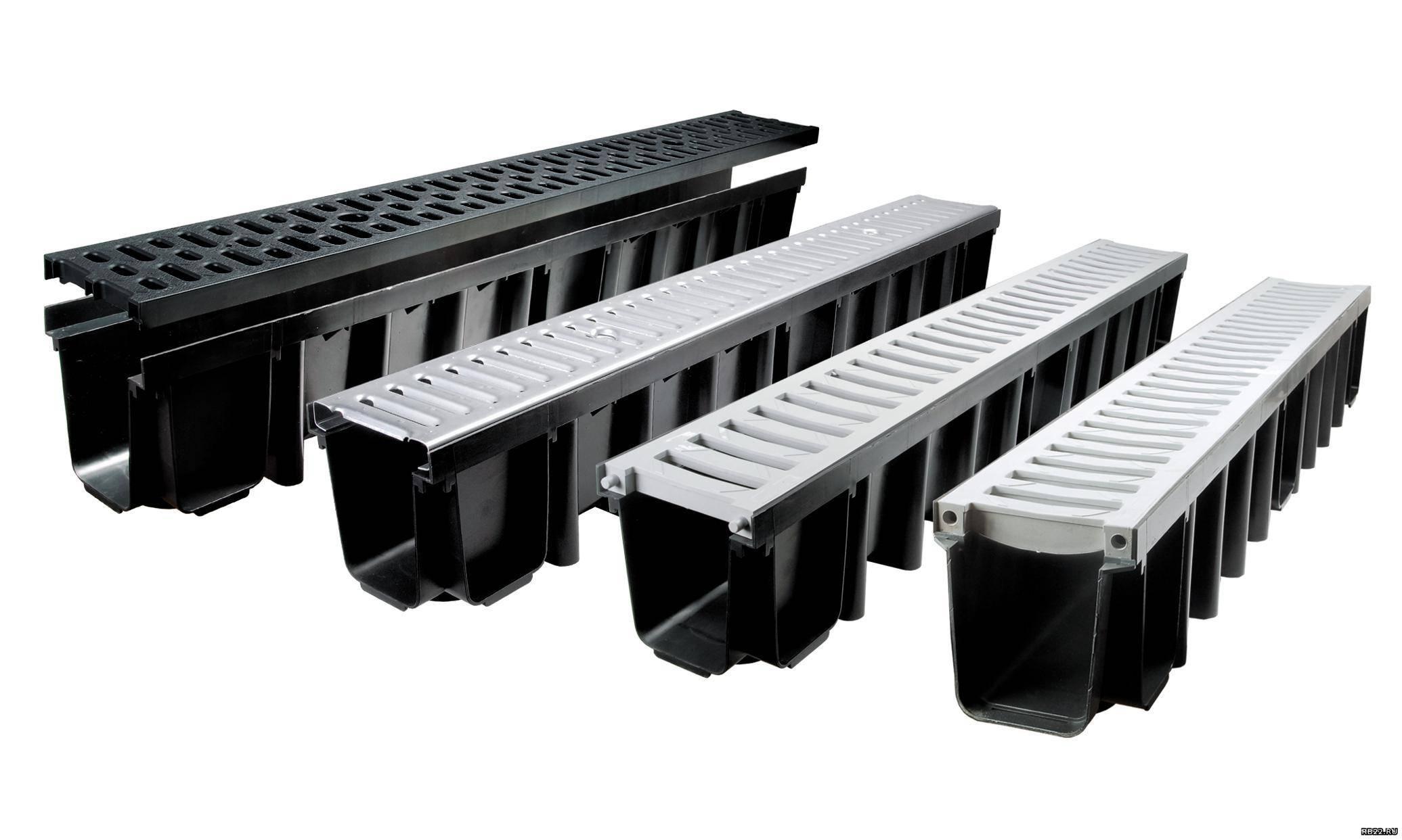 Водоотводные лотки пластиковые и бетонные с решеткой: установка, конструкция и монтаж