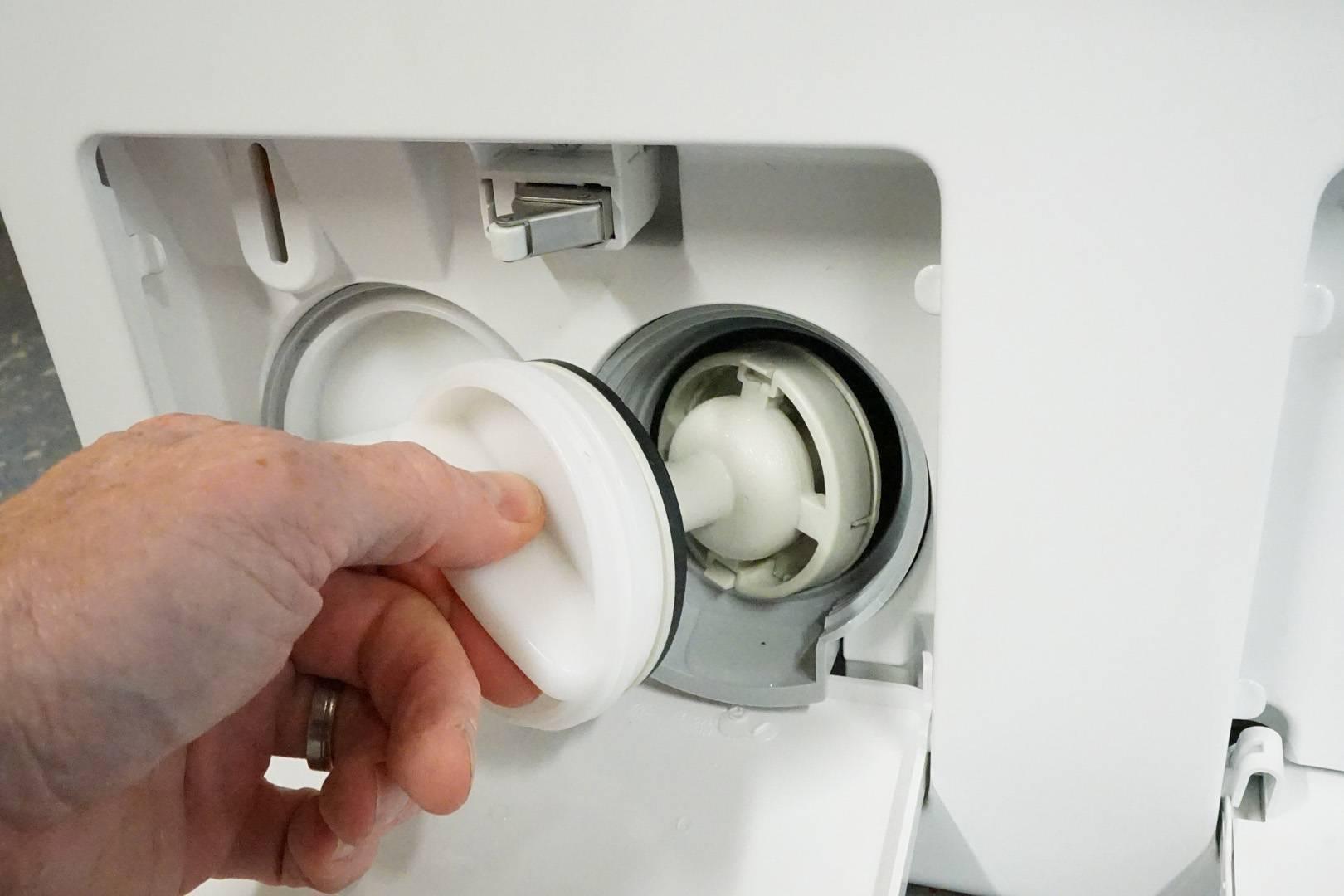 Сели в лужу: что делать, если стиральная машина течет?
