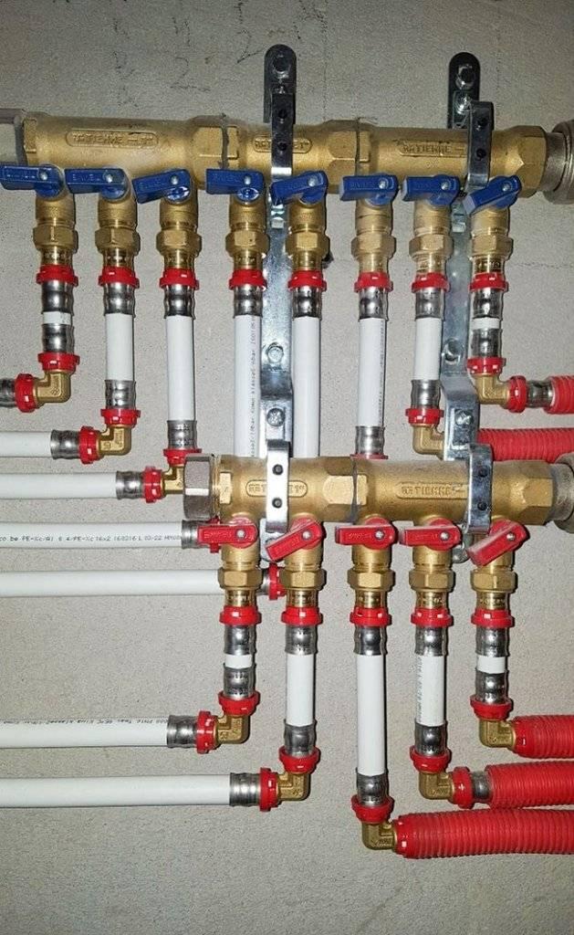 Как закрепить коллектор водоснабжения на стене