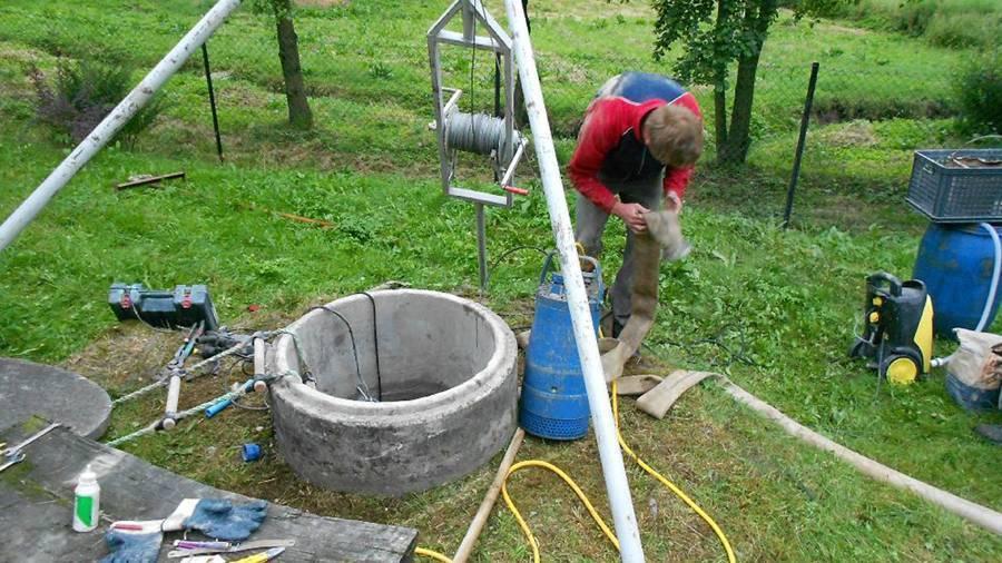 Чистка колодца своими руками: как почистить колодец на даче (методы)