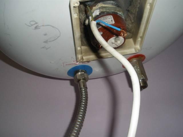 Течёт клапан водонагревателя: норма или поломка