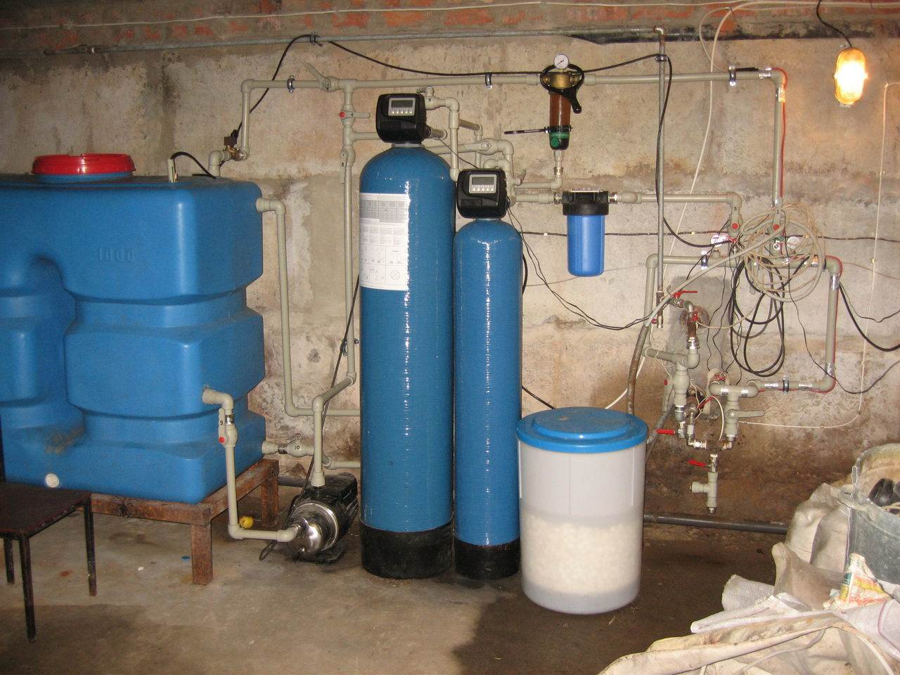 Как обезжелезить воду из скважины своими руками - строитель