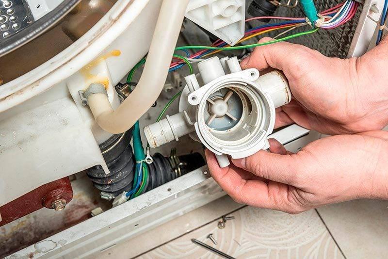 Стиральная машина не сливает воду: в чем причина