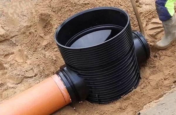 Канализационные трубы (81 фото): гофрированная продукция для прокладки канализации, монтаж и замена в квартире