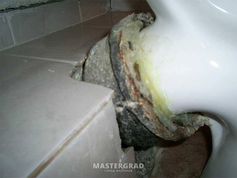 Почему пахнет канализацией в ванной и что при этом делать