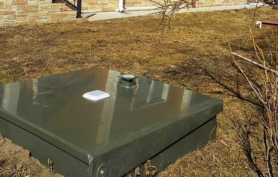 5 идей, как задекорировать крышку септика на видном месте на участке