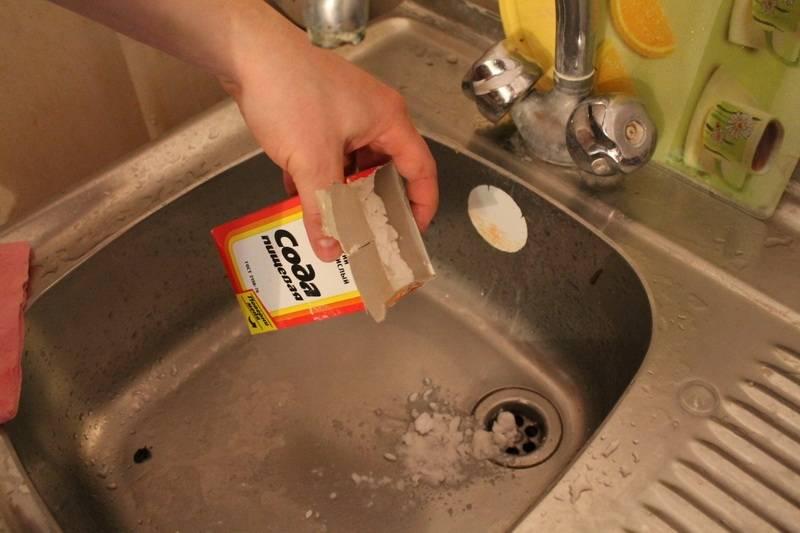 Что делать, если забилась раковина на кухне: виды засоров, как прочистить