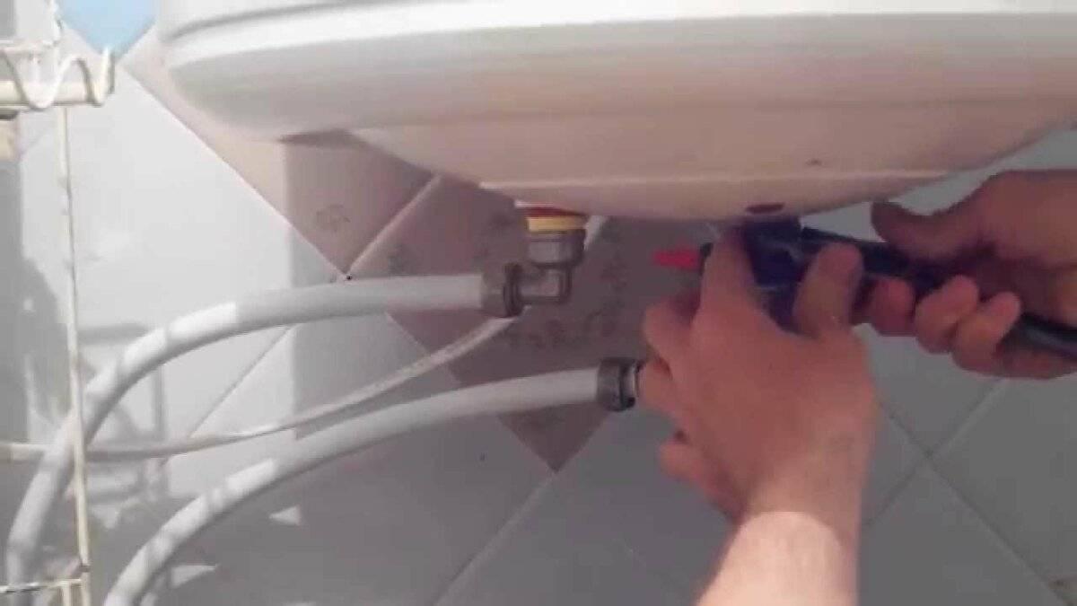 Как слить воду с водонагревателя: описание популярных способов опустошения накопительного бака бойлера на зиму