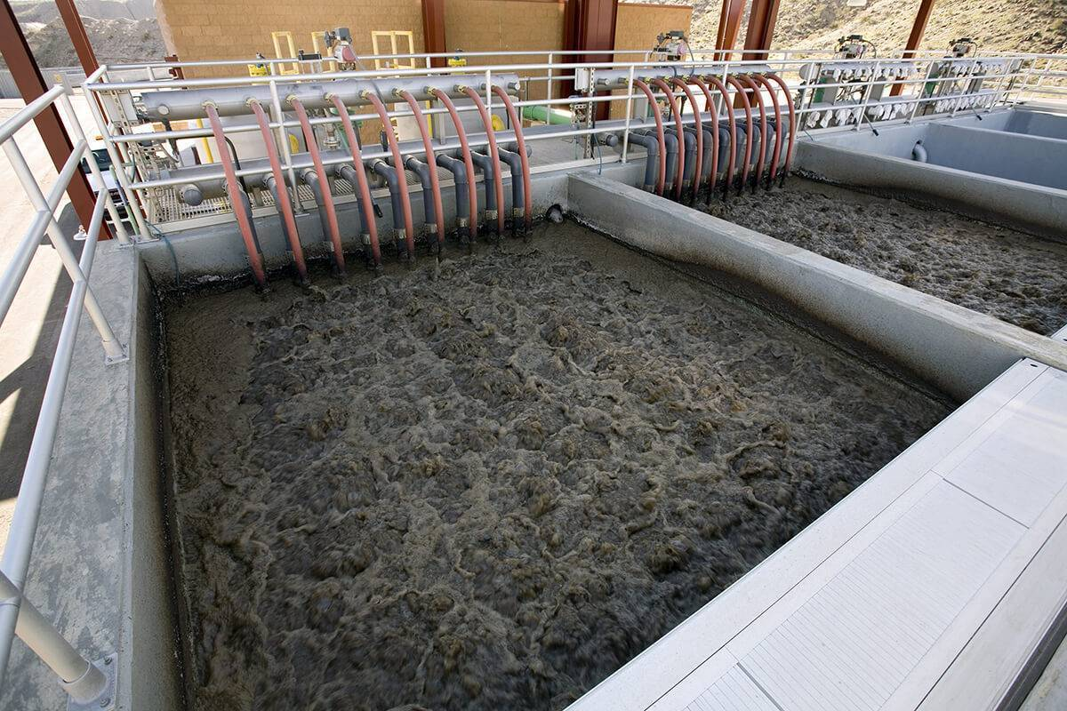 Биологическая очистка сточных вод: что это такое, методы и принцип работы, технологические схемы и воздействие бактерий или микроорганизмов, процесс доочистки