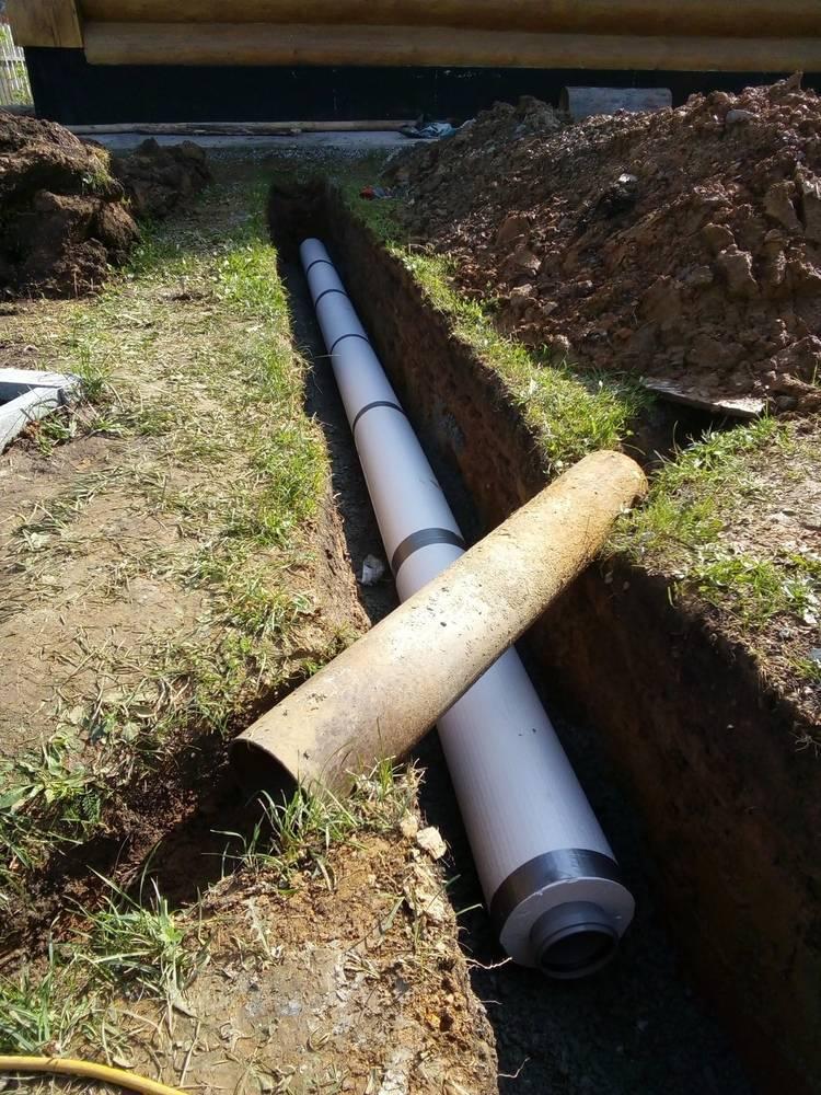 Как правильно укладывать канализационные трубы в землю на загородном участке?