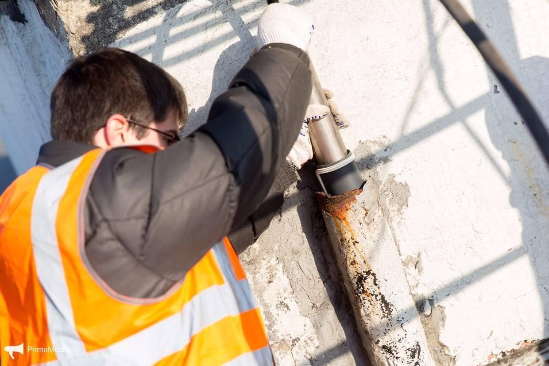 Блокировка канализации у должников по коммунальным платежам