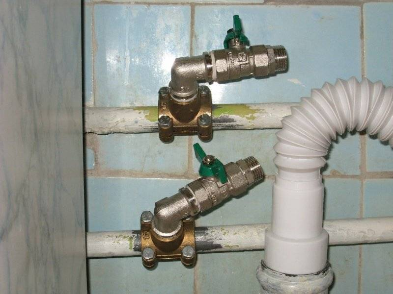 Как правильно врезаться в водопроводную пластиковую трубу — поясняем по порядку