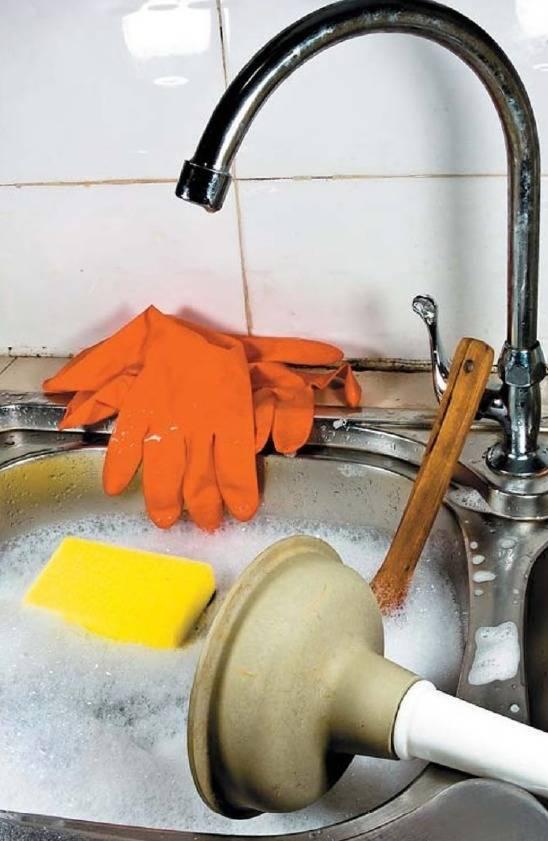 Засорилась ванна, что делать для удаления засора