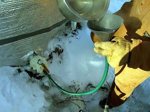 Как отогреть воду в пластиковой трубе: замерзла пластиковая труба под землей, что делать, как решить проблему