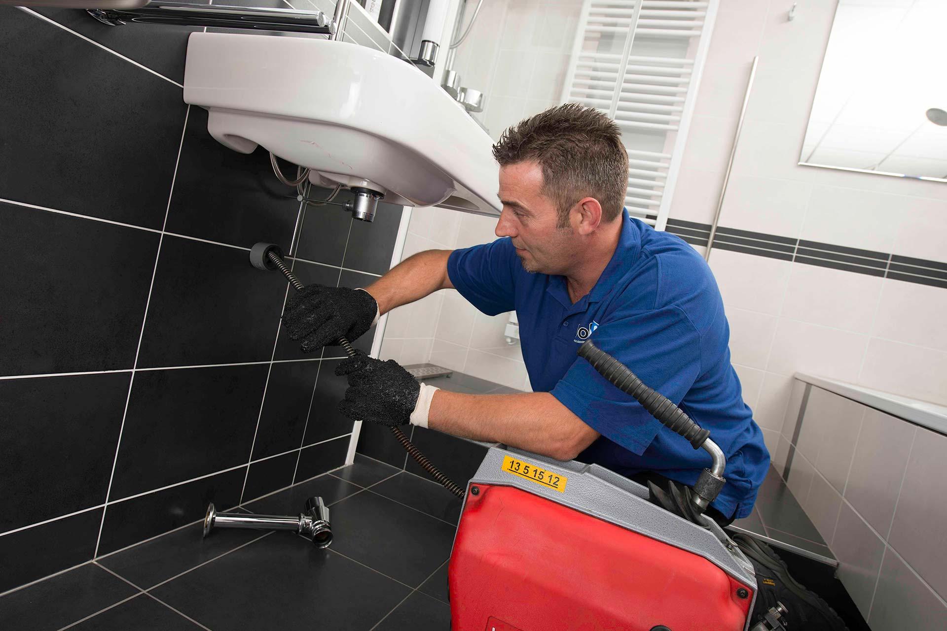 Чем прочистить сливную трубу или как промыть засор канализации в домашних условиях