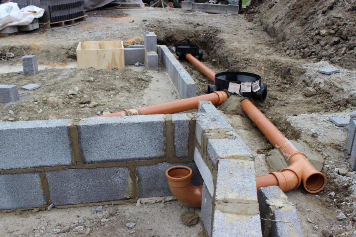 Как построить канализацию своими руками (видео)