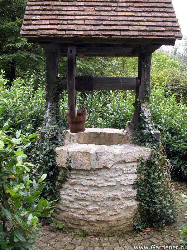 Делаем красивый домик для колодца своими руками: необходимые материалы, чертежи и пошаговая инструкция